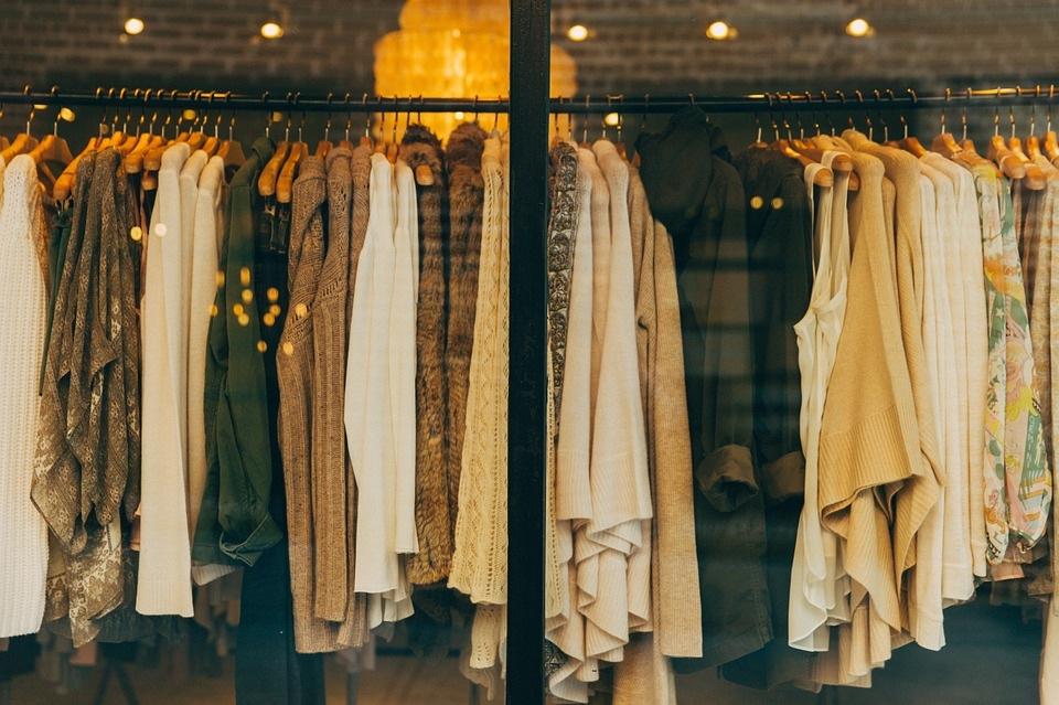 https://pixabay.com/photos/fashion-clothing-shop-clothes-1031469/